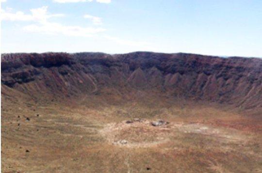충돌구 중 가장 잘 알려져 있는 미국 애리조나 주의 지름 1.2 킬로미터짜리 운석 충돌구. 이 정도 크기의 충돌구 중 아직 발견되지 않은 것도 많이 있겠지만, 더 오래 되고 보존 상태는 더 안 좋을 것이다. Credit: Thomas Kenkmann