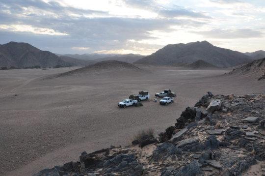 나미비아 북부에서 밤을 지내기 위해 차려진 캠프 Credit: C. Haberland, GFZ