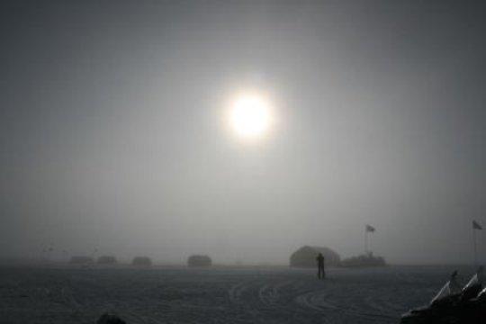 그린랜드 북부에 위치한 NEEM 연구기지 위로 뜬 태양. Credit: Raimund Muscheler
